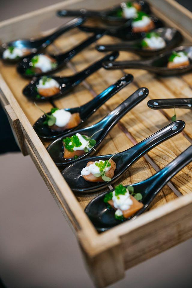 Petites bouchées de gravlax de saumon