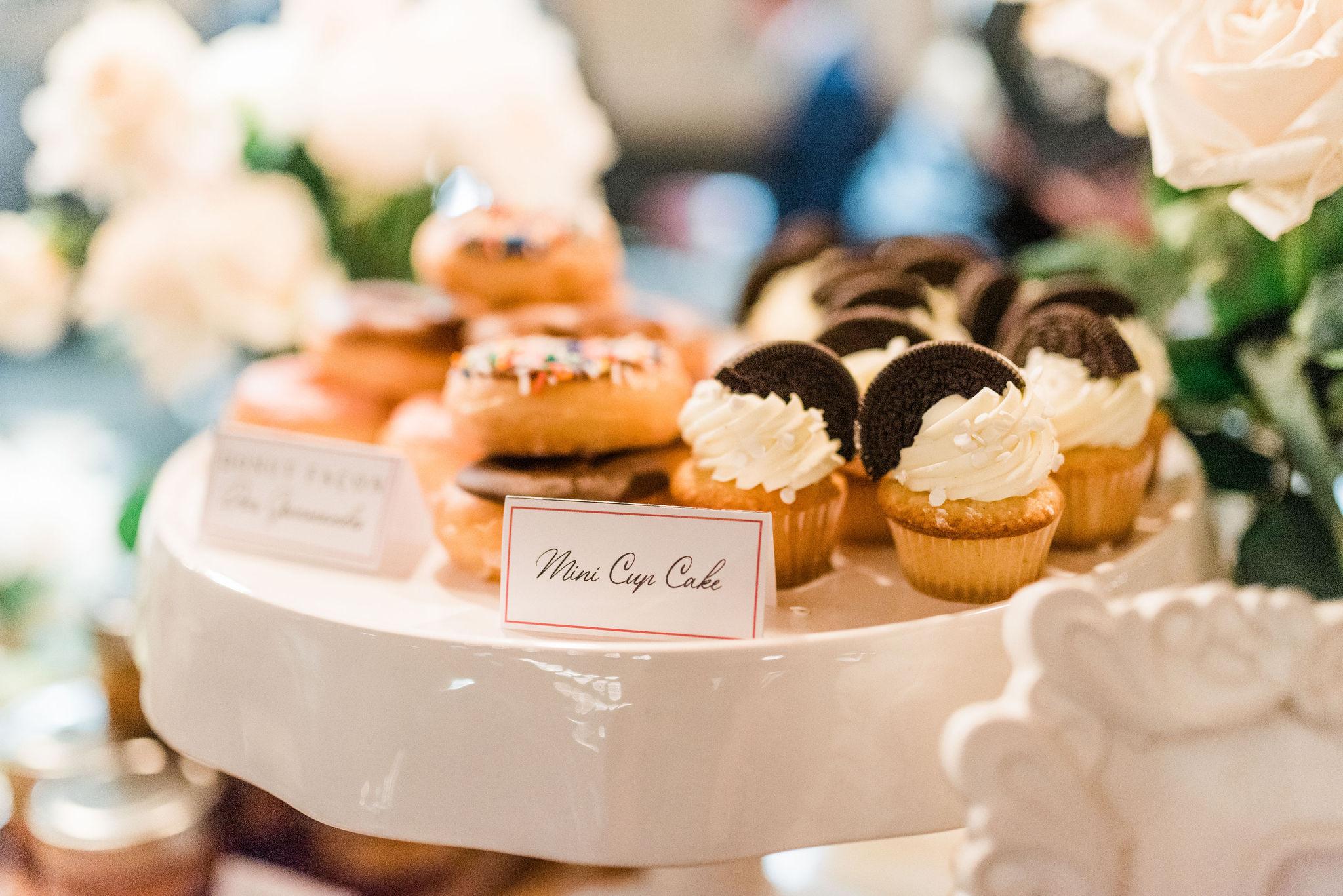 Beignes et cupcakes pour un bar à gourmande